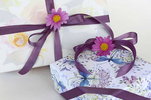 gifts 1505214 640